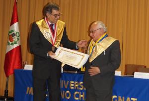 Universidad Champagnat distinguió a Gustavo Gutiérrez con un honoris causa