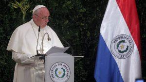"""Francisco en Paraguay: """"Un desarrollo económico que no tiene en cuenta a los más débiles y desafortunados no es verdadero desarrollo"""""""