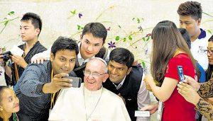 El Papa Francisco reconoce haber fallado a los jóvenes que perciben una Iglesia anticuada y poco cercana