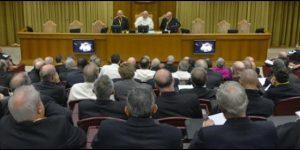 """El Papa reconoce que en la Iglesia y """"en el Vaticano hay corrupción"""" y""""una atmósfera principesca"""""""
