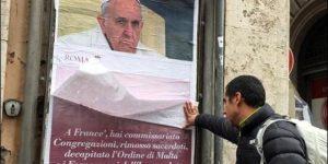 """Roma amaneció el fin de semana con carteles de protesta """"anti-Papa"""" y críticas hacia Francisco"""