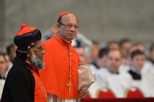 Cardenal Gracias propone consultar a laicos para nombramiento de obispos