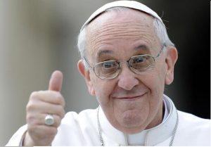 Francisco envía saludos a sus hermanos peruanos y chilenos
