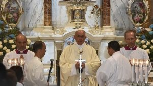 """""""Las cosas pueden cambiar"""", dice Francisco en misa en Santiago"""