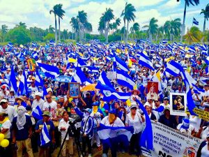 Nicaragüenses respaldan a Iglesia en las calles
