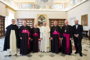 "Obispos europeos reafirman su fidelidad a Francisco ante a ""graves ataques"""