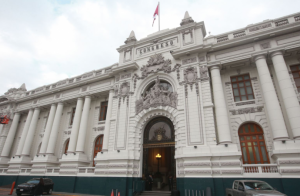 Universidades PUCP, UP y UARM se pronuncian frente a crisis institucional