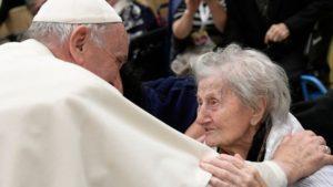 Papa Francisco pide proteger a los adultos mayores frente a la pandemia del Coronavirus