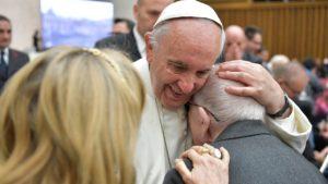 """Vaticano lanza la campaña """"Cada anciano es tu abuelo"""""""