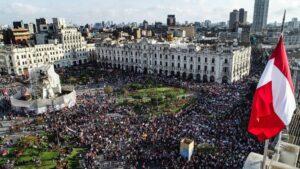 """Iglesia peruana pide al gobierno escuchar al pueblo para """"recuperar la confianza y la paz social"""""""