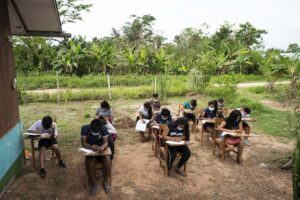 """Iquitos: Iglesia donará receptores de radio a escolares de pueblos rurales para acceder a """"Aprendo en Casa"""""""
