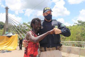 Frontera con Brasil: Migrantes se retiran pacíficamente del puente tres semanas después