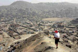 Más de 3 millones de peruanos se convirtieron en pobres debido a la pandemia, según INEI