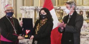 Presidente del Episcopado Peruano recibió condecoración por campaña 'Respira Perú'