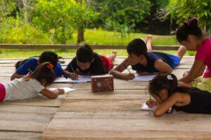 Impulsan iniciativa para continuar la donación de radios ecológicas en Iquitos